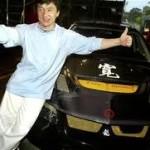 Difundidas una fotos del actor Jackie Chan conduciendo un coche con matrícula militar para evitar pagar impuestos