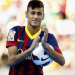 Neymar, el futbolista brasileño de moda, ficha por el Barcelona por cinco años
