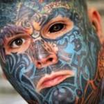 Un ciudadano británico se realiza un tatuaje tridimensional en la cara