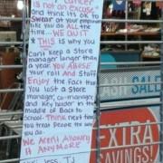 Los empleados de una zapatería de Nueva York presentan una carta de renuncia conjunta