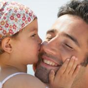 Testículos más pequeños, mejores padres